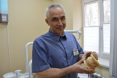 Заведующий ортопедическим отделением Е.Кремень.