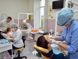 На снимке: в детском отделении пациенты от 0 до 18 лет могут получить профилактическую, ортодонтическую и лечебно-хирургическую помощь